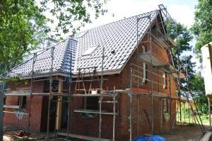 Dach und Klinker sind fertig