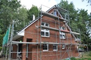 Dachkasten streichen in luftiger Höhe